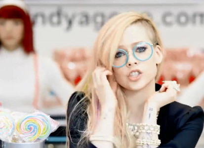 艾薇儿日系卖萌MV《Hello Kitty》