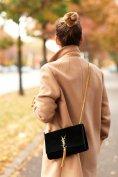 迷你包是一个很棒的配饰,愉快而灵活地搭配各种场合